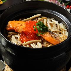 銀鮭といくらの釜飯