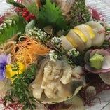 活け貝の盛合せ 水槽内で生きている貝をその場で調理いたします!