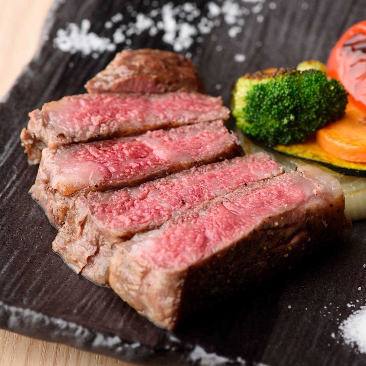 こだわりの肉料理が満載