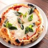 熟成期間は3日!イタリア製石窯で焼くもっちり手作りピッツァ