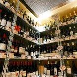 ワインはウォークインセラーよりご自由にお選びください!