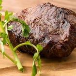 炭火で焼いたお肉料理はコスパ抜群!