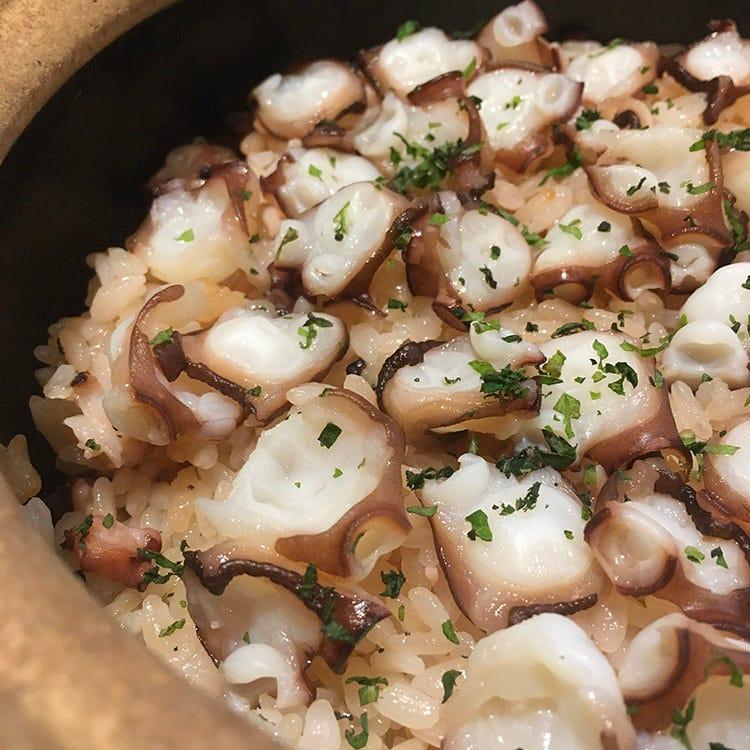 お客様ごとに土鍋で炊きたての御飯を