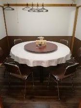 円卓1つで1間の個室となります