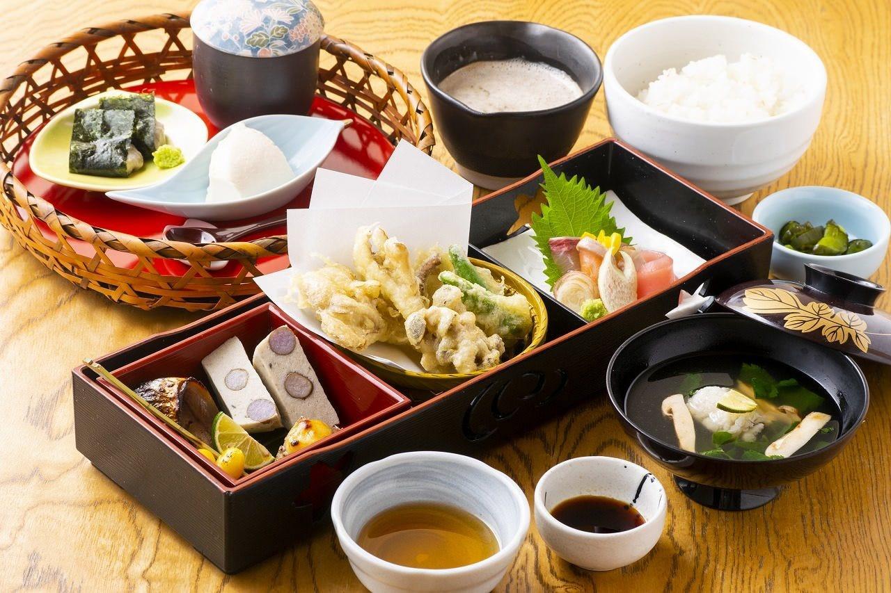 ◆素材を活かした自然薯料理と和食