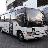 小型バスと中型バスの2台で運行。お気軽にお問い合わせください。