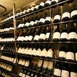 ワインセラーを完備。ボトルは約300種以上