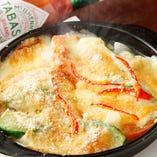 トマトとアボカドのチーズ焼き