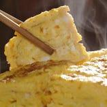 地鶏の卵を使用した自家製の厚焼き卵は当店の人気メニュー♪