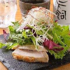 豊橋産ケールと三河鶏のサラダ