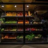 年間1000種類以上の野菜・ハーブ・果物を取り扱っております。