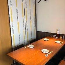 小・中宴会に適したテーブル席!