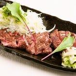 新鮮な葱やお肉をはじめ、旬の食材を使用した創作肉・和食料理