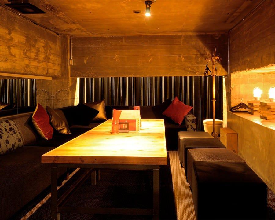 大人の隠れ家ロフト席は、10名様前後でのご予約がおすすめ。