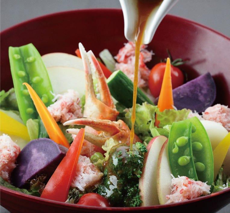 蟹身と七色野菜の燦サラダ