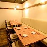16名様まで利用可能な個室は一期一会の会食を彩る。