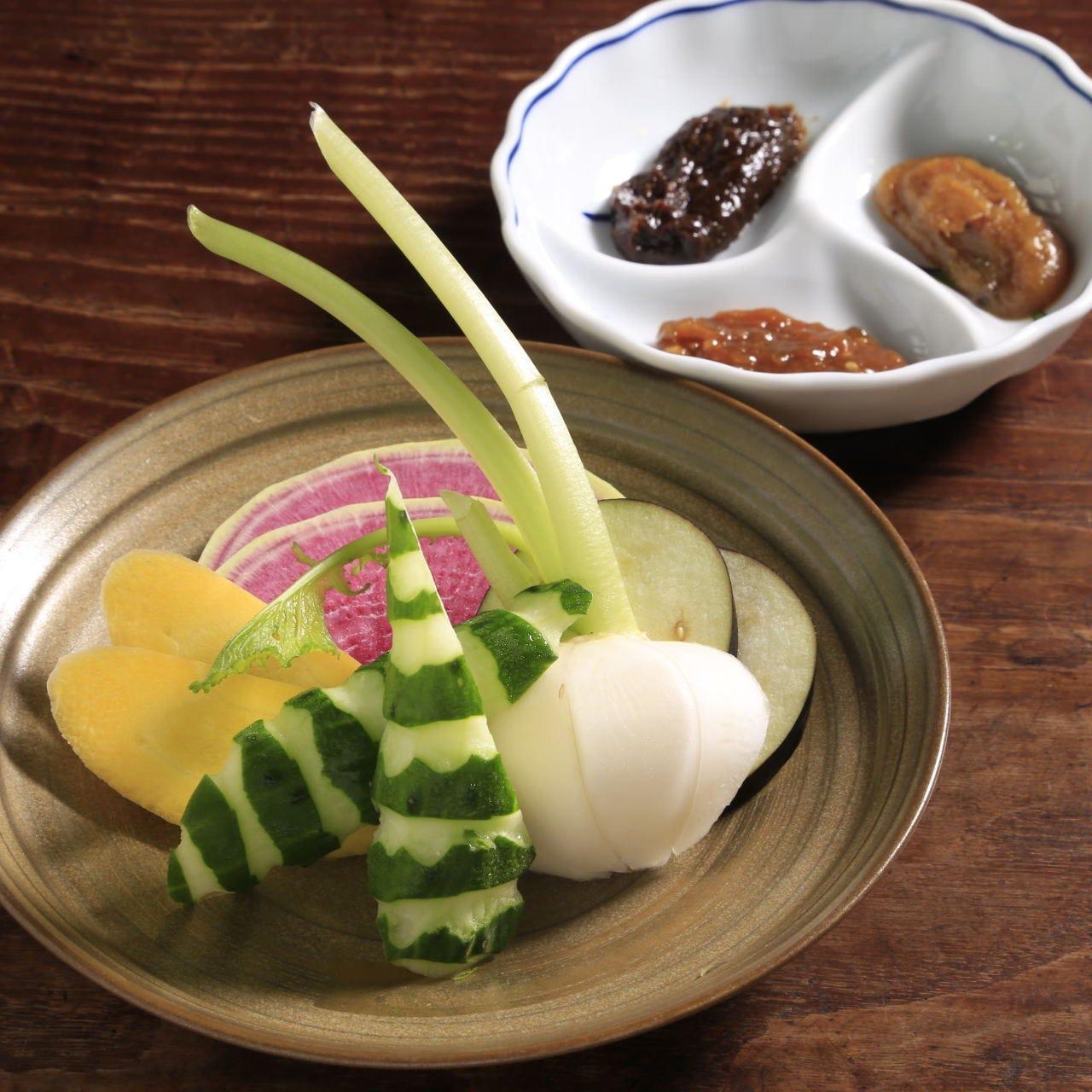 嘗め味噌三種盛合せと有機野菜