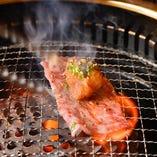 サッと炙って肉の旨味を閉じ込めるモモ肉3秒焼き