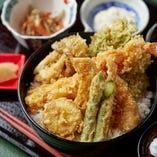 旬の食材を使った和食ランチは全9種/1,200円(税抜)でご提供