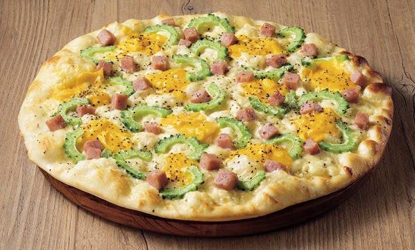 タマゴとゴーヤーのピザ