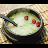 じっくり煮込んだテールスープは絶品☆