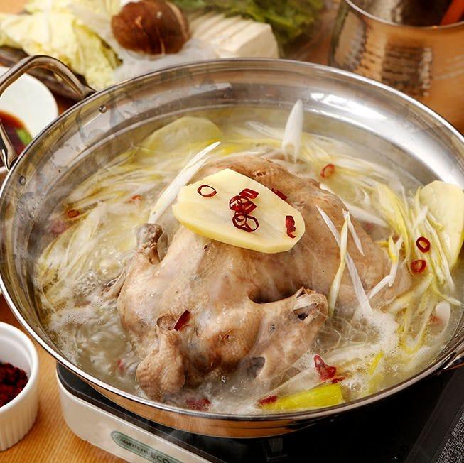 塩のみの味付けで深いコク コラーゲンたっぷり名物水炊き鍋