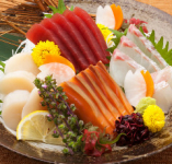 毎日入荷の新鮮な鮮魚を真心込めて盛り付けてます。