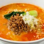 白ゴマと辛みのきいたスープ麺