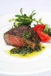 国産牛フィレ肉も人気メニューです。
