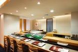 旬の新鮮な魚介を寿司職人が 匠に握るすしカウンター