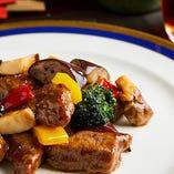海鮮料理から肉料理まで、多彩な本格中華をお楽しみください