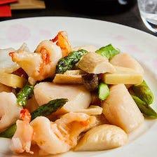 旬の魚介をふんだんに味わう『海鮮料理』 ふかひれ、海老、鮑に帆立貝柱など、厳選食材を堪能