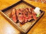牛肉の黒胡椒ステーキ