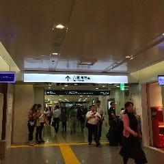 左側にYOKUMOKUさん、右側に東京おかしランドさんがあるので更にまっすぐ進みます。
