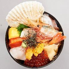 北海海鮮丼、1300円から御用意しております。