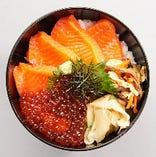 雄武産サーモン刺とイクラ丼 1200円(ランチタイム:税込/ディナータイム:税別)