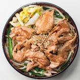 ジンギスカン焼肉丼 1000円(ランチタイム:税込/ディナータイム:税別)