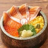 とろサーモンとイクラ丼