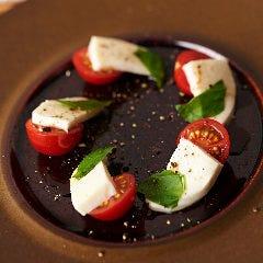 おすすめトマトのカプレーゼ(愛知県産高糖度トマト 小豆島産オリーブオイル)