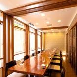 半個室(~4名様)の仕切りを外し、12名様まで着席可能なテーブル席