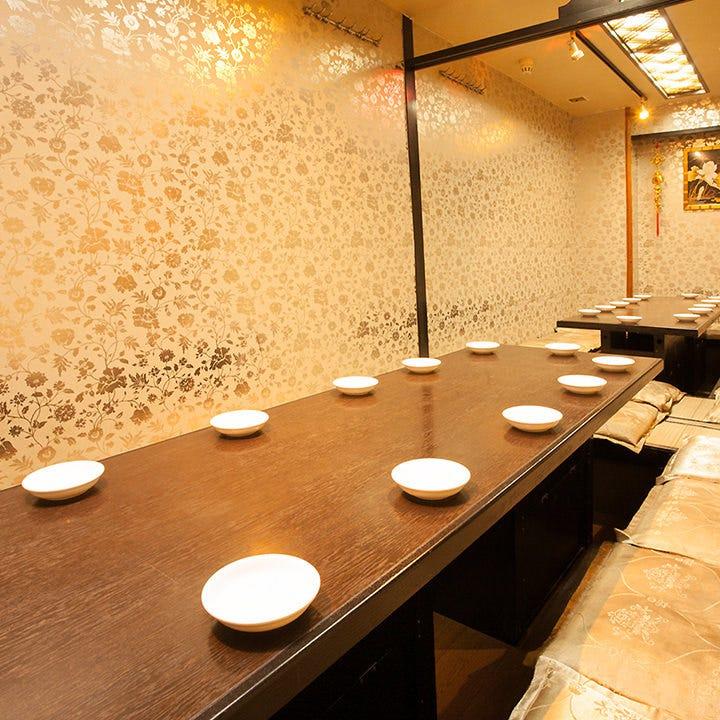 テーブル席がお好きな方は、 お洒落な半個室もあります。