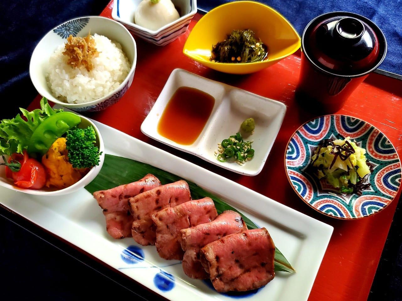 ゆかわの肉料理をお得に堪能できるランチを御愉しみ下さい。