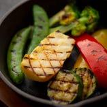 産地直送で仕入れた厳選野菜を使用。