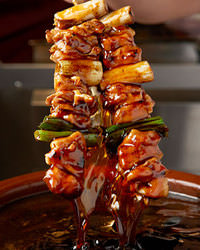 鶏丸ごと!新鮮な野菜・果物と一緒に じっくり煮込んだ秘伝タレ