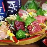 【名物!鶏&魚】 豪華鶏たたき・海鮮・馬刺しを舟盛りで♪