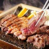 羅豚独自の製法で熟成されたお肉を溶岩プレートで