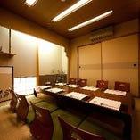 加藤 幸道 先生の書の有る接待向きの8名様用の個室です。