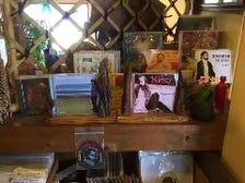 CD、レコード、雑貨コーナー有り