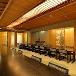 日本庭園全体を眺められる2階の大広間【らん】中広間【ききょう】
