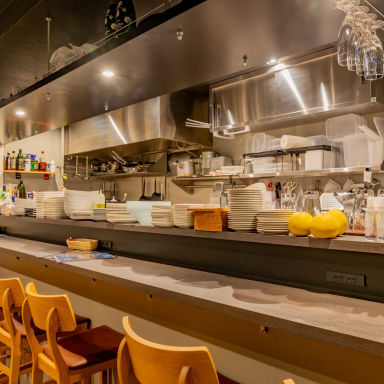厳選牡蠣と炭火焼き &イタリアーノ 店内の画像